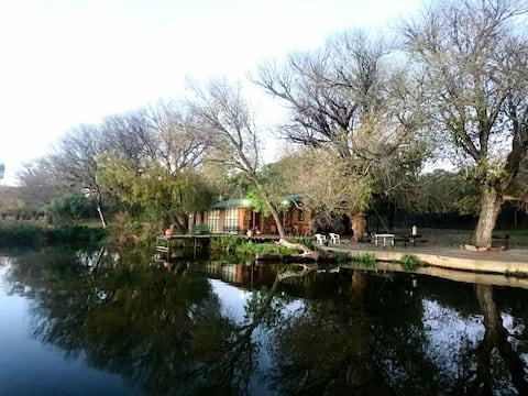 The Boathouse - Lakeside Cottage