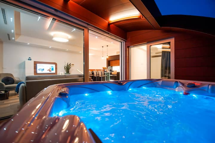The Q - Superior Apartment with jacuzzi & sauna