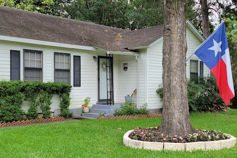 1940's Quaint Home w/Lake and Park view