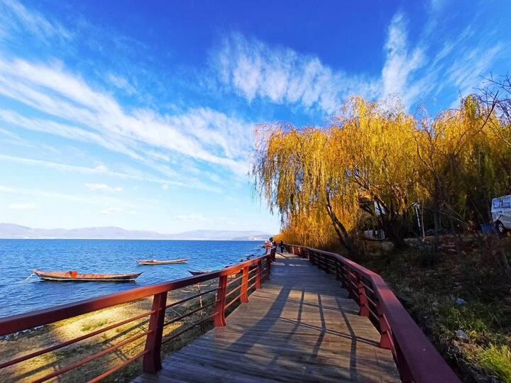 抚仙湖欢乐大世界翡翠湾双阳台正面湖景度假公寓 5栋805号(免费提供湖畔圣水月亮湾湿地公园门卡)