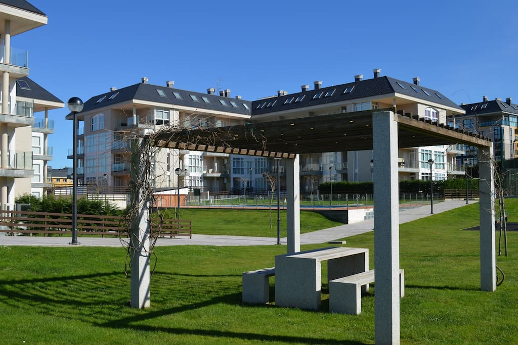 Apartamento nuevo con piscina en foz apartamentos para alugar em foz gal cia espanha - Apartamentos con piscina en galicia ...