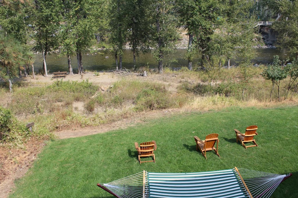 The Methow River Lodge and Cabins river front hang out.