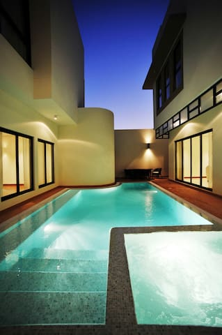 5 Bedroom Pool Villa in Gardens @ Zallaq