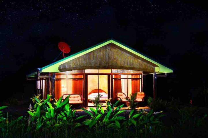 Rustic Arenal Villa With Jacuzzi & Volcano View