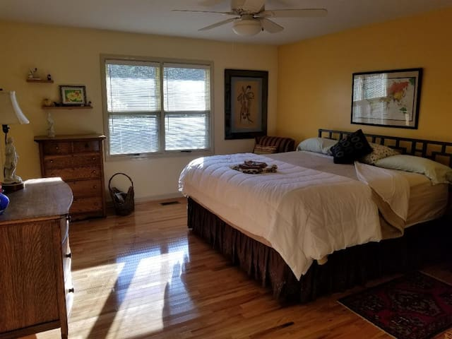 Comfortable Room in Foothills of Western NC