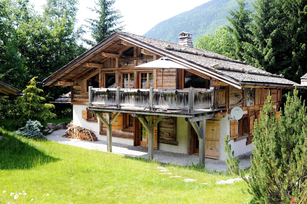 Chalet familial tout en vieux bois de ferme chalets for for Chalet bois tout equipe