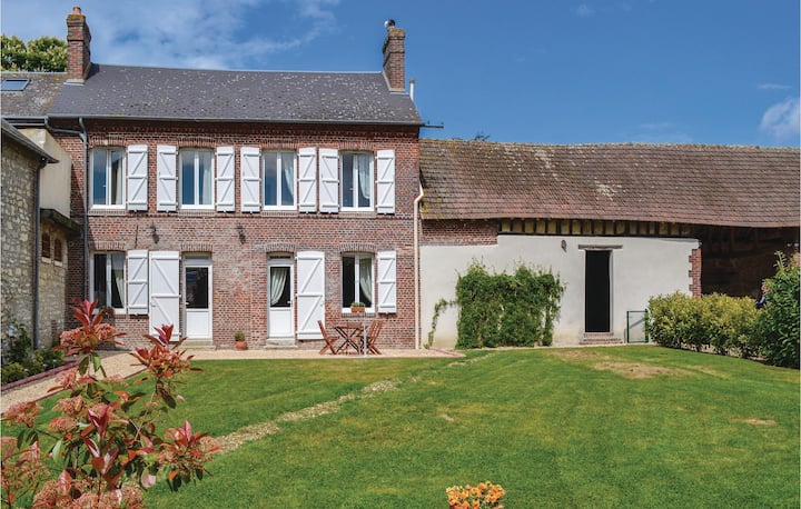 Nice home in Trie Chateau with WiFi and 2 Bedrooms