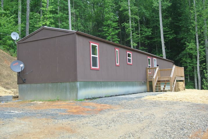 Yellow Mountain Rentals - Robbinsville - Talo