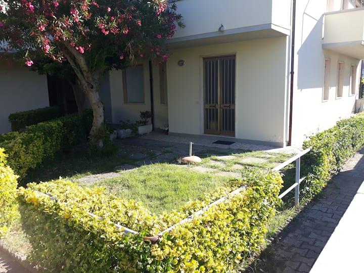Intero appartamento con giardino-ARIA CONDIZIONATA