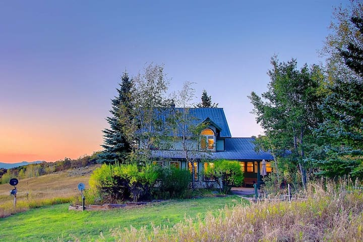 Spectacular Views, Privacy, Sledding Hill, Hiking - Only 13 Miles from Skiing & 17 Miles from town!