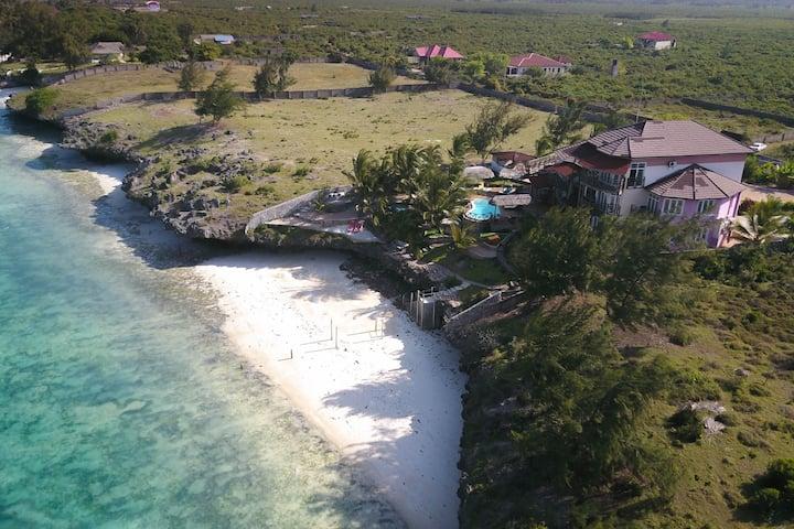 Luxurious Private Beach Villa with Pool, Sleeps 16