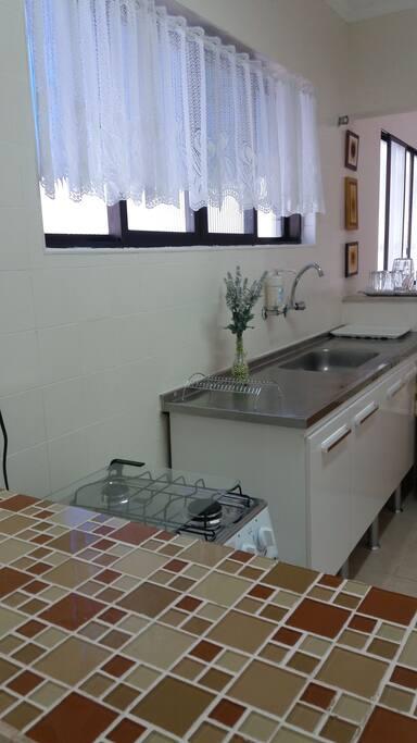 vista da cozinha de outro angulo