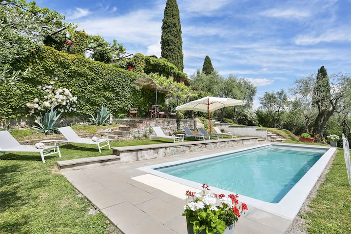 Luxury Villa outside Lucca with staff and cook.