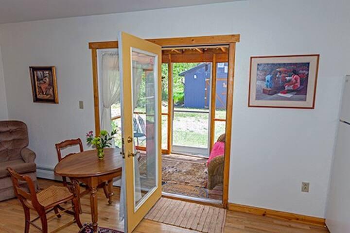 Private screened porch, separate driveway