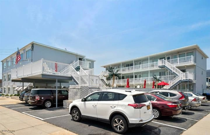 Wildwood Crest 1 bedroom condo w/pool. Sleeps 6