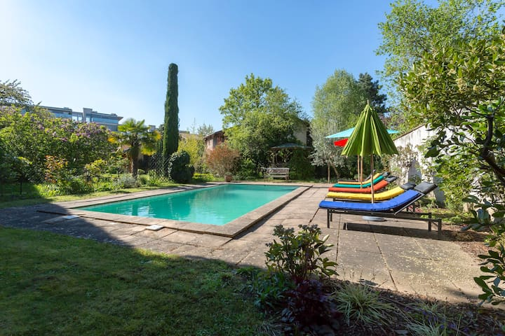 House up to 10 people swimming pool 10mn city houses for Pool show lyon france