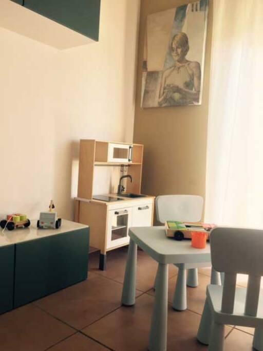 La sala relax è il ritrovo ideale per un momento di relax per gli adulti e per il divertimento dei bambini.