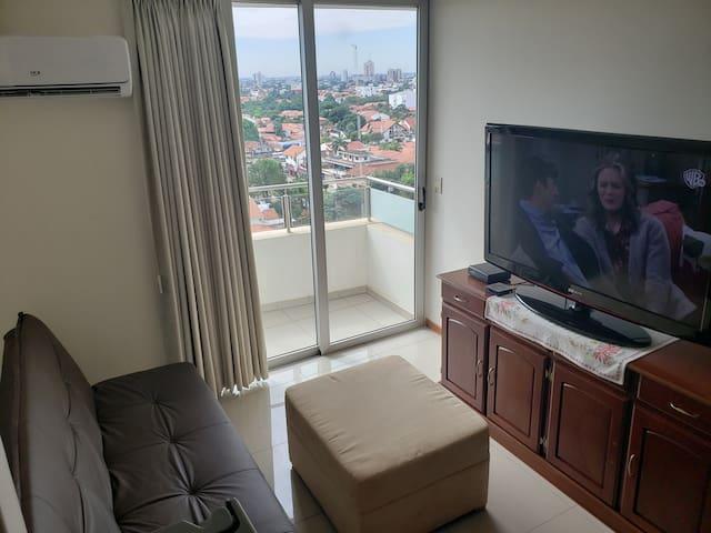 Vista living y TV de 55 pulgadas