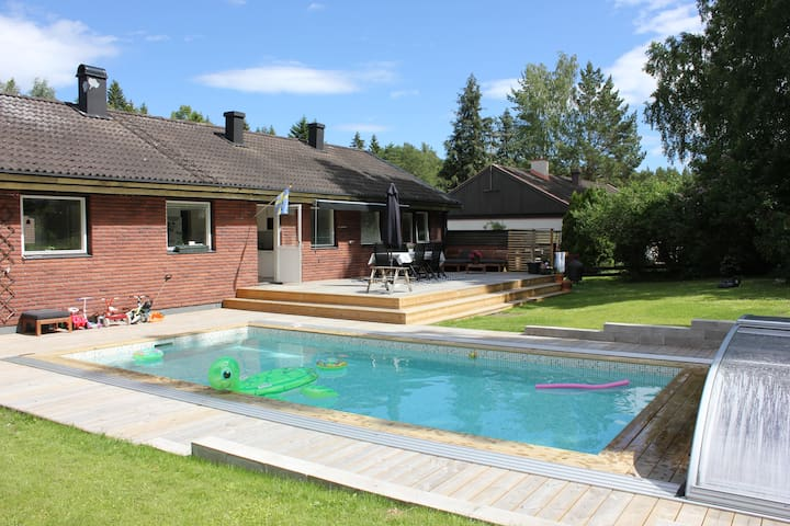 Lovely house with a heated swimming pool