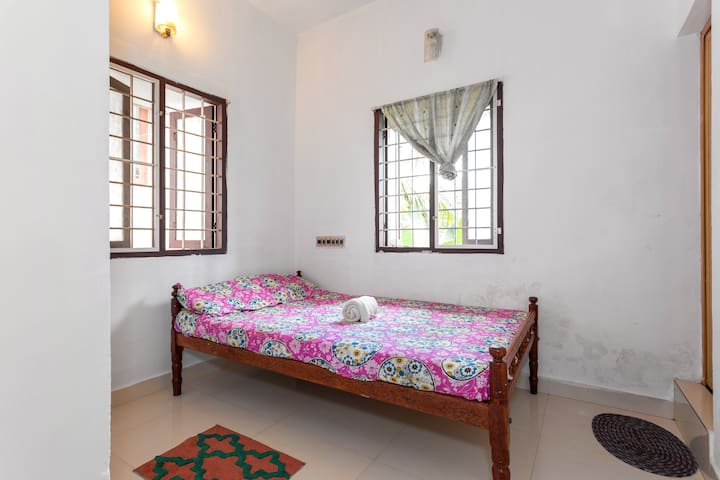 comfortable room 10 min away from the beach - Kochi - Pension