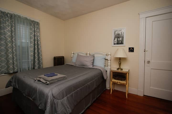 Clean, Comfortable & Cozy Room 15 min from Boston