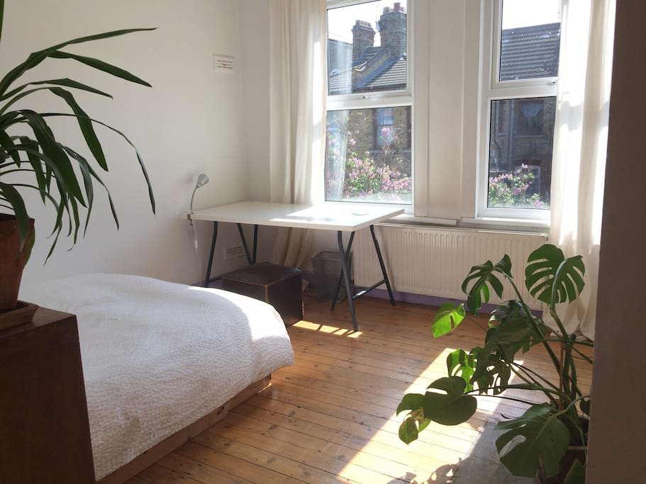 Bedroom & study space: direct sun light from early to late afternoon