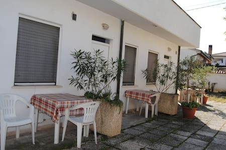 Apartament with courtyard (Station) - Trevi