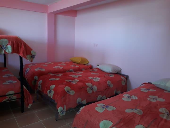 Habitación compartida, 3 camas (incluye desayuno)