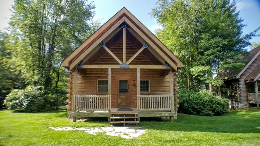 Ideally Located Log Home at Double JJ Resort - New Era - Kabin