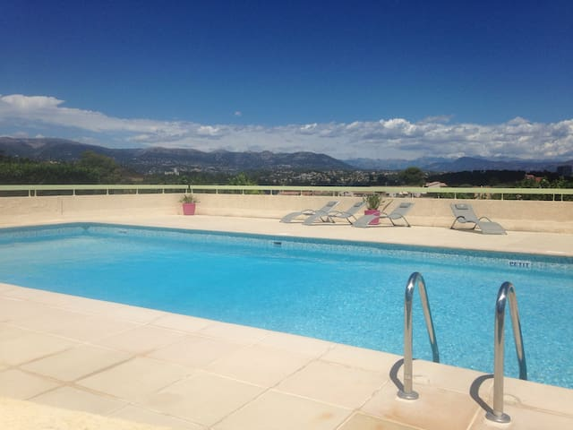 T3 moderne avec jardin privatif et piscine appartamenti for Piscine villeneuve loubet