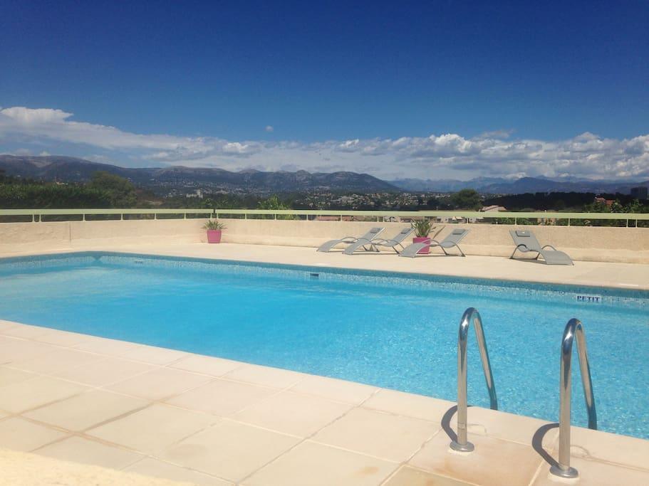 T3 moderne avec jardin privatif et piscine apartments for Piscine villeneuve loubet