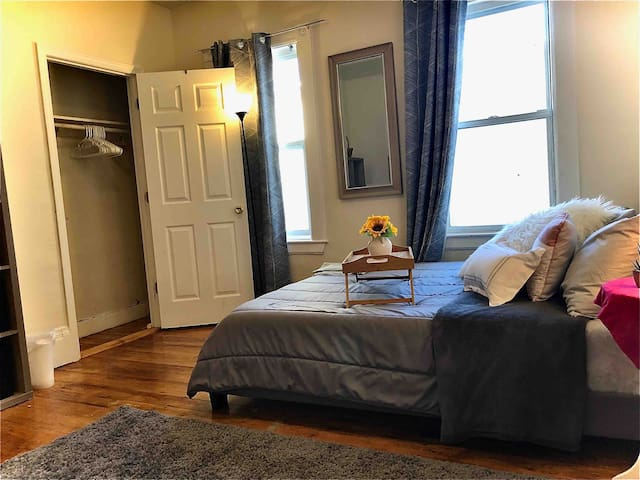 Comfortable Apartment Near to Commuter Rail