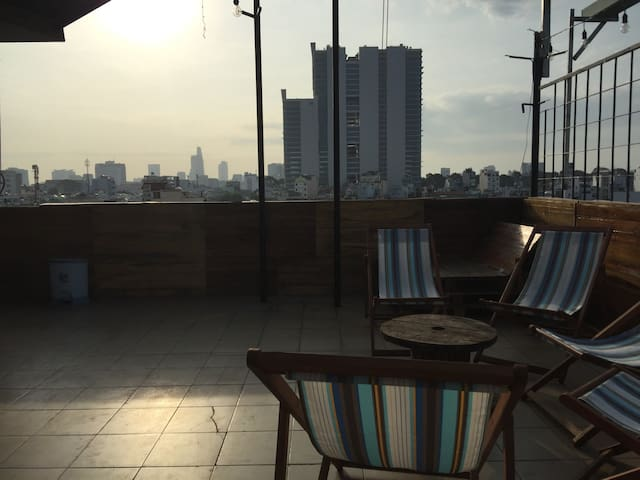 Private Bedroom w Workspace and Spacious Rooftop - Bến Thành - Loft