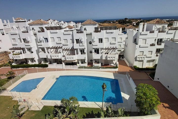 2 Bedroom Apartment, Sea Views Near Estepona