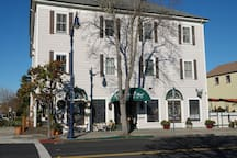The Union Hotel is nestled on the edge of a calm Benicia Bay of the greater San Francisco Bay Area. Located in the heart of Benicia, CA, within walking distance of numerous restaurants, boutiques, studios, and historic monuments.