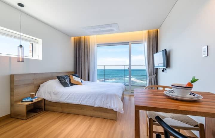 [마리따] m01, 바닷가 바로 앞,커플,10평형원룸, 조용한마을,곽지,협재 인근