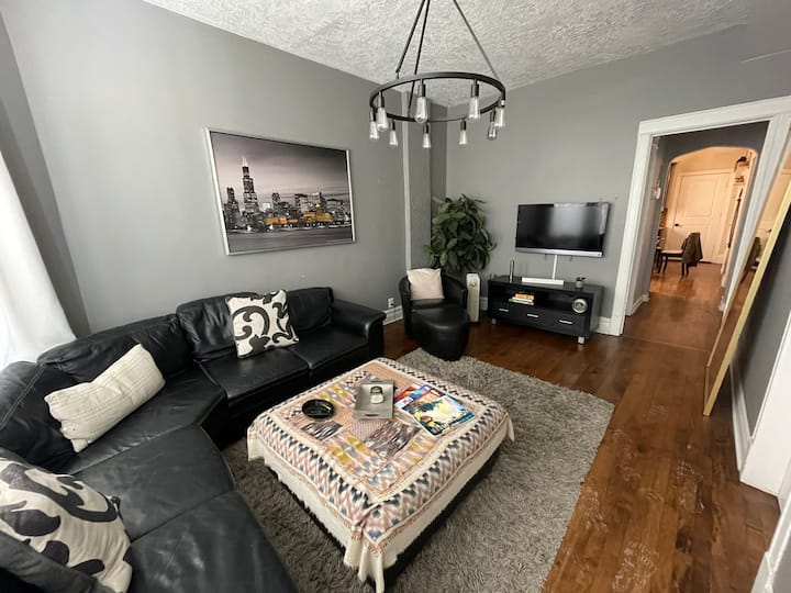 Beautiful Rehabbed Apartment near  DT Chicago Loop