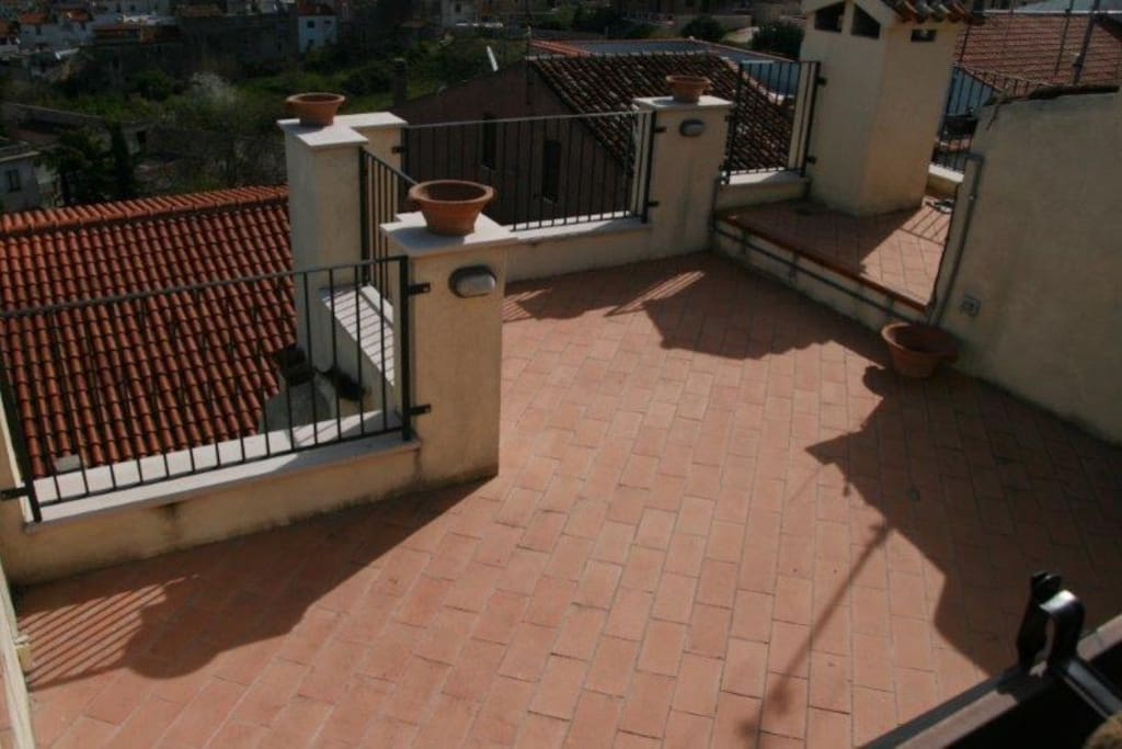 terrazzo dell'appartamento-apartment terrace
