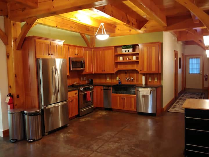 Keewaydin Suite: 3 Bdrms, in Barn on Lake Dunmore