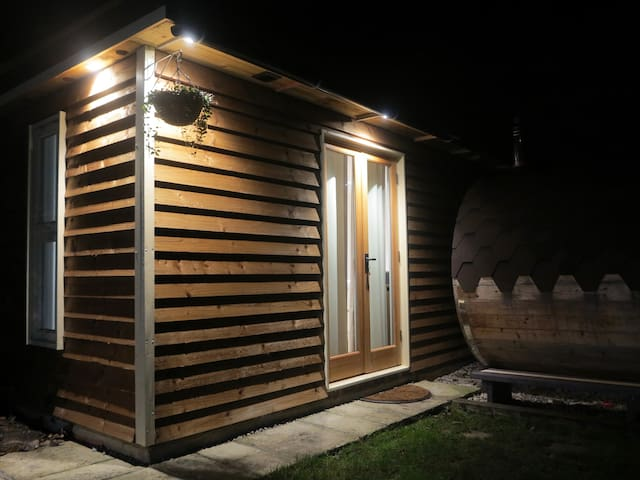Private garden cabin with use of barrel sauna - Herne Bay - Sommerhus/hytte