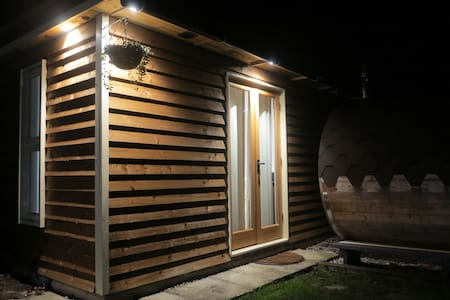 Brand new cabin with use of barrel sauna - Herne Bay