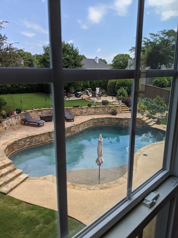 Beautiful home with fabulous pool. Sleeps 8 to 10
