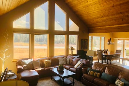 Mountain Home 2 miles Ski, Hot Tub, Pet Friendly