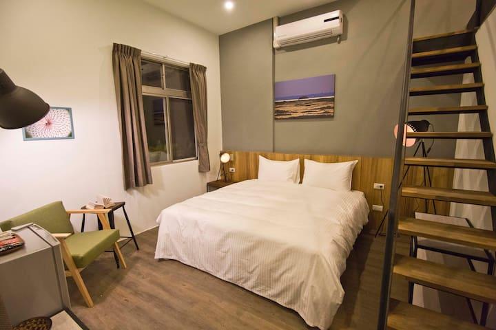 Mezzanine Double Twin Room (4F)(queen size bed)