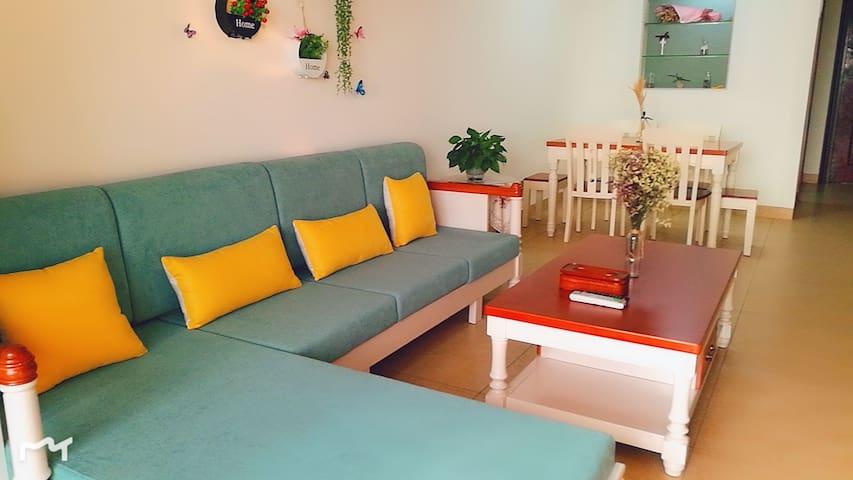 【友缘居】银滩森海豪庭四期180度海景两居室、近码头、侨港风情街