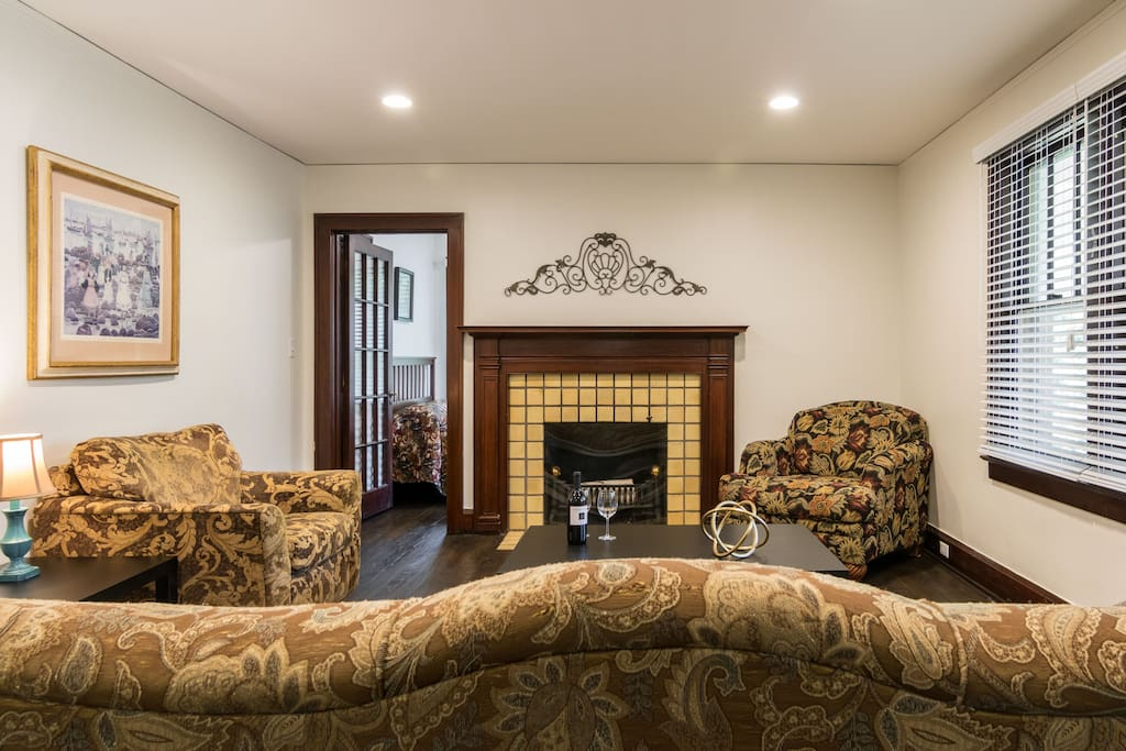 Spread out and relax in this comfortably appointed house with generous spaces to make your Ann Arbor visit one to remember.