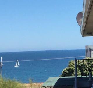 Self Catering 3 Bedroom-Ocean Views + WiFi & Phone - North Beach - Wohnung
