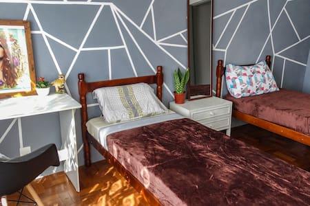 Downtown apartment: Private room, bathroom Minibar