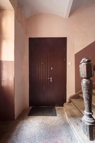 Вход в апартаменты.