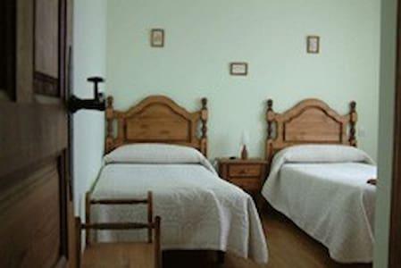 Habitación Verde en Casa Solanilla - San Esteban de los Patos - Bed & Breakfast